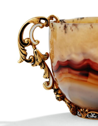 View 3. Thumbnail of Lot 41. AN AGATE CUP AND SAUCER WITH GOLD AND ENAMELLED MOUNTS AND SGOLD ENAMELLED SPOON, PROBABLY ITALY, 20TH CENTURY | TASSE ET SA SOUCOUPE EN AGATE MONTÉE EN OR ET ÉMAIL ET SA CUILLÈRE EN OR ÉMAILLÉ,  PROBABLEMENT ITALIE, XXE SIÈCLE .