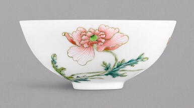 View 1 of Lot 1. A RARE FAMILLE-ROSE 'POPPY' BOWL, YONGZHENG MARK AND PERIOD | 清雍正 粉彩虞美人紋小盌 《大清雍正年製》款 .