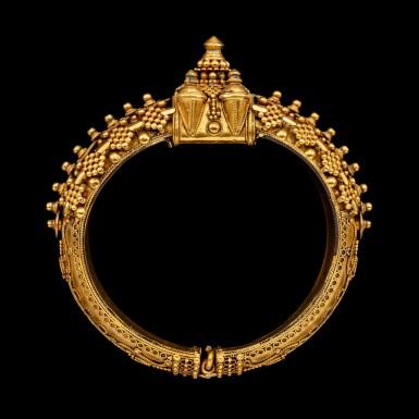 View 2. Thumbnail of Lot 1033. A gold 'pagoda' bracelet South India, 19th century | 十九世紀 南印度 金手鐲一組兩件.