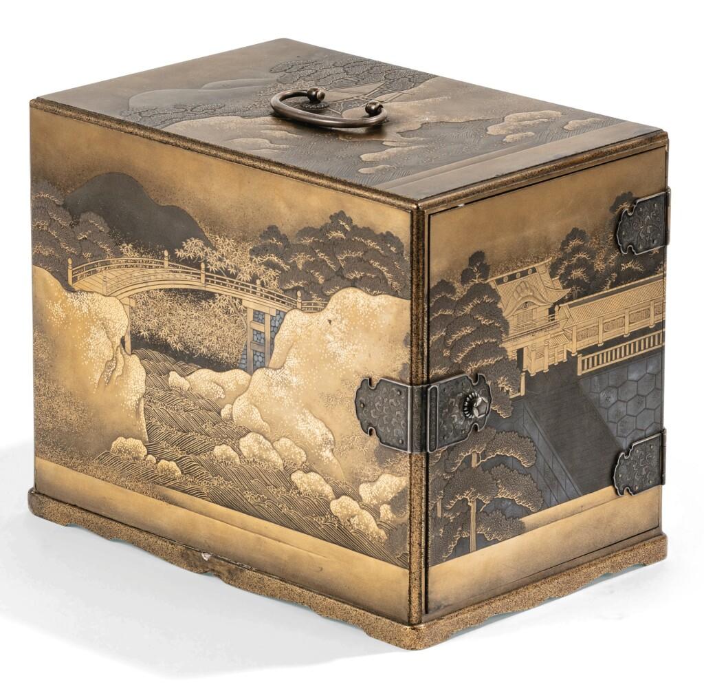 CABINET (KODANSU) EN LAQUE JAPON, PÉRIODE EDO/MEIJI | A lacquer Kodansu, Japan, Edo/Meiji period