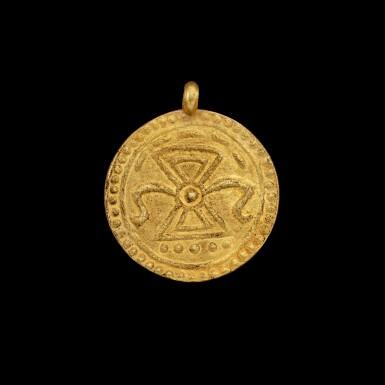 View 2. Thumbnail of Lot 1061. A gold 'coin' pendant Pyu, 8th - 9th century | 八至九世紀 驃國 金幣牌飾.