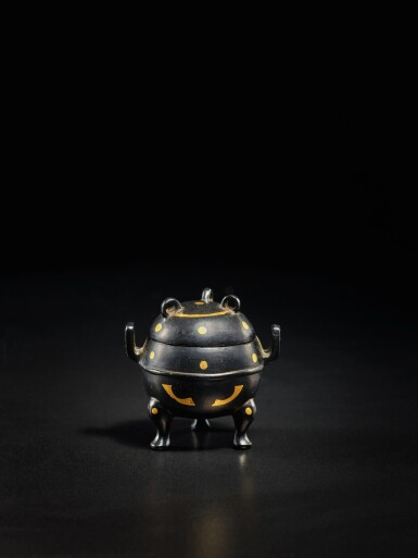 View 3. Thumbnail of Lot 123. A miniature archaistic parcel-gilt bronze tripod censer and cover, Song - Ming Dynasty   宋至明 銅局部鎏金袖珍仿古三足蓋爐.