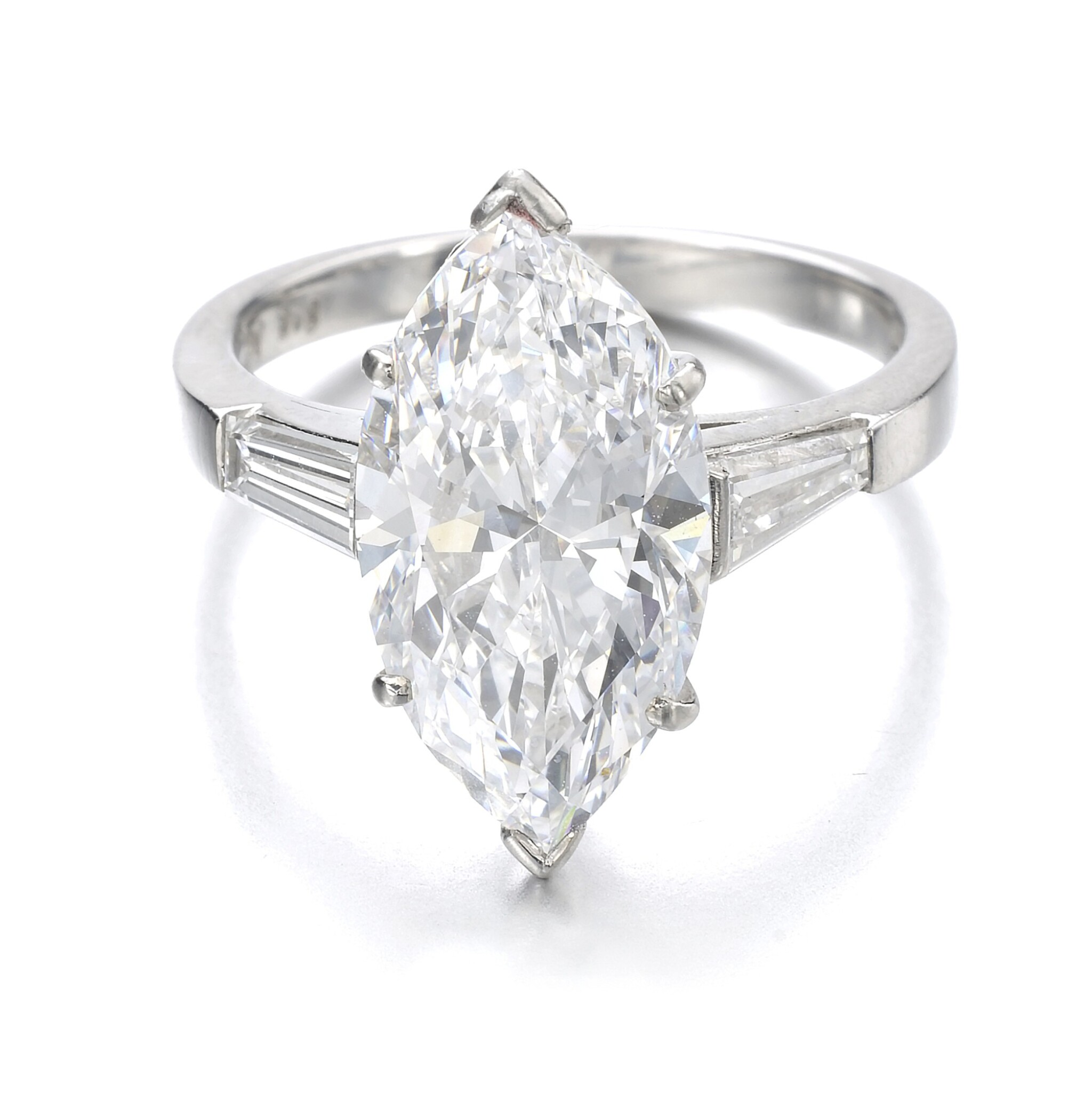 View 1 of Lot 1017. Diamond ring.
