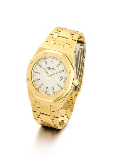 "View 2. Thumbnail of Lot 2091. AUDEMARS PIGUET | ROYAL OAK, REFERENCE 15202BA, A YELLOW GOLD BRACELET WATCH WITH DATE, CIRCA 2000 | 愛彼 | ""Royal Oak 型號15202BA 黃金鏈帶腕錶,備日期顯示,機芯編號415023,錶殼編號E-41585及14,約2000年製""."