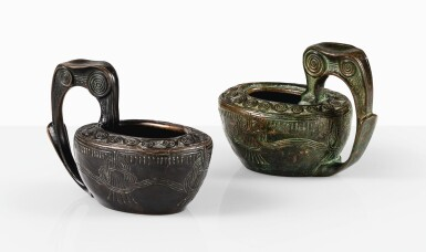 GUSTAV GURSCHNER | PAIR OF BOWLS WITH HANDLE [PAIRE DE COUPES À ANSE]