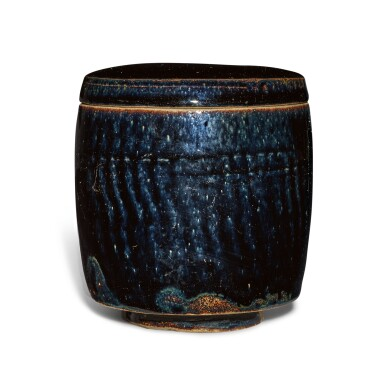 View 3. Thumbnail of Lot 198. A black-glazed cylindrical jar and cover, Northern Song / Jin dynasty | 北宋 / 金 黑釉蓋罐.