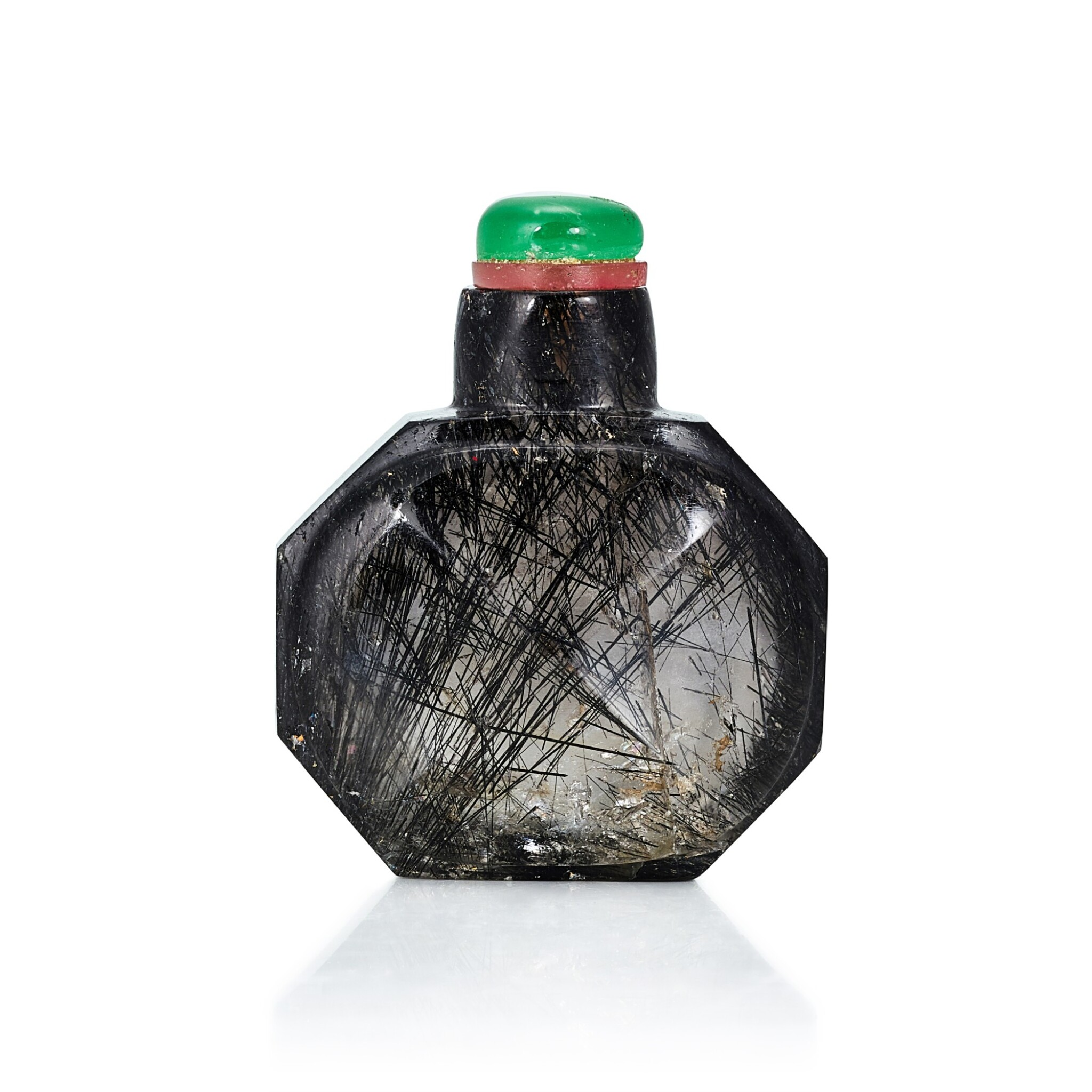 View full screen - View 1 of Lot 3055. A Faceted Hair-Crystal Snuff Bottle Qing Dynasty, 18th Century | 清十八世紀 髮晶鼻煙壺.