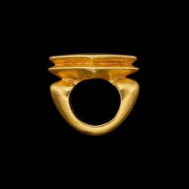 View 2. Thumbnail of Lot 1038. A gold ring with an inscribed lozenge bezel Central Java, Indonesia, 9th - 10th century | 九至十世紀 印尼中爪哇 銘文金戒指.