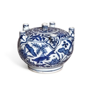 View 2. Thumbnail of Lot 85. A rare blue and white multi-spouted 'fish' vase, Mark and period of Jiajing | 明嘉靖 青花魚藻紋六管花插 《大明嘉靖年製》款.