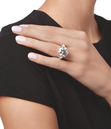 View 2. Thumbnail of Lot 521. DIAMOND RING | 鑽石戒指.