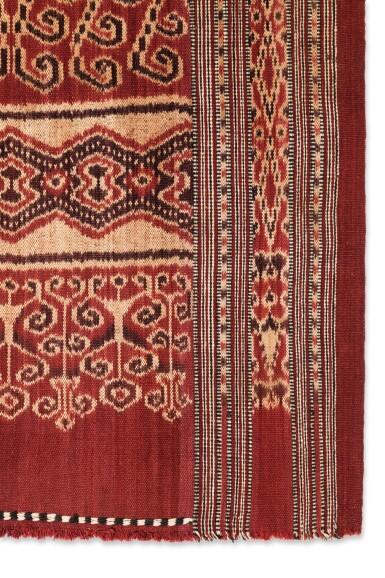 View 3. Thumbnail of Lot 15. Tissu cérémoniel pua, Iban, Bornéo, Indonésie, ca.1900 | Ceremonial cloth pua, Iban, Borneo, Indonesia, about 1900.