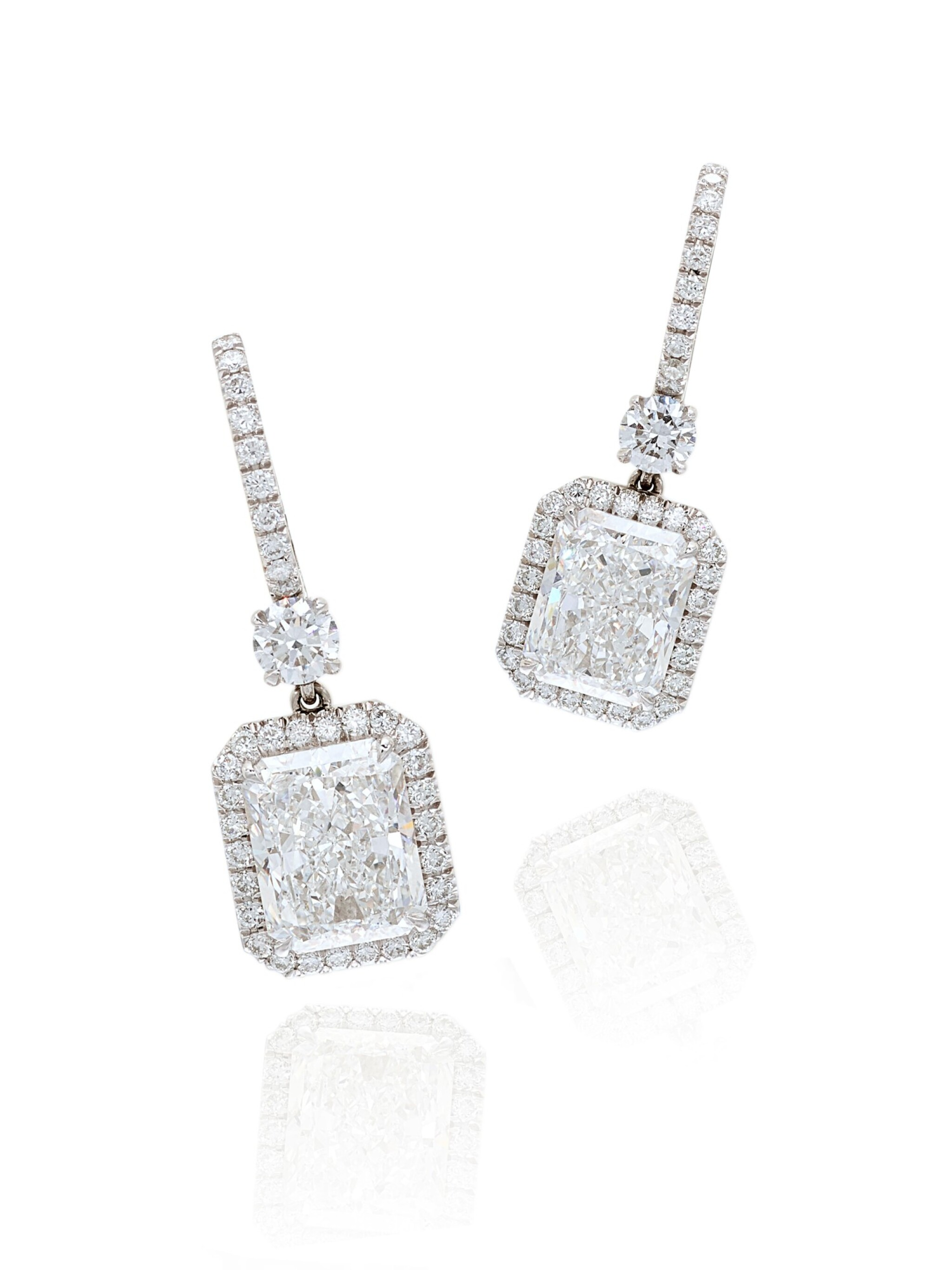 View full screen - View 1 of Lot 1652. Pair of Diamond Pendent Earrings   3.02及3.02克拉 方形 D色 鑽石 耳墜一對.