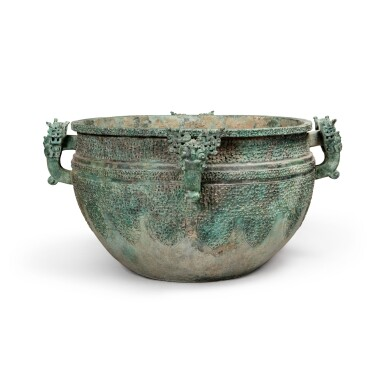 View 2. Thumbnail of Lot 17. A massive archaic bronze water basin (Jian), Eastern Zhou dynasty, late Spring and Autumn period, circa 500 BC   東周 春秋末 約公元前500年 青銅變形龍紋獸首耳鑒.