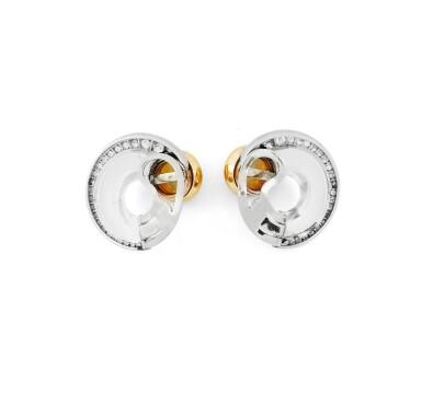Pair of opal, rock crystal and diamond ear clips [Paire declips d'oreille opales, cristal de roche et diamants]