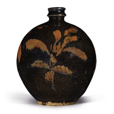 View 1. Thumbnail of Lot 106. A russet-painted black-glazed vase, Northern Song / Jin dynasty   北宋 / 金 黑釉鐵鏽花紋小口瓶.