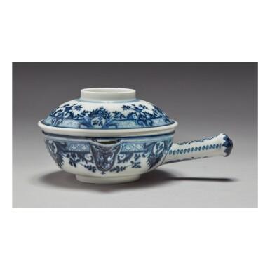 A MEISSEN BLUE AND WHITE SAUCEPAN CIRCA 1730