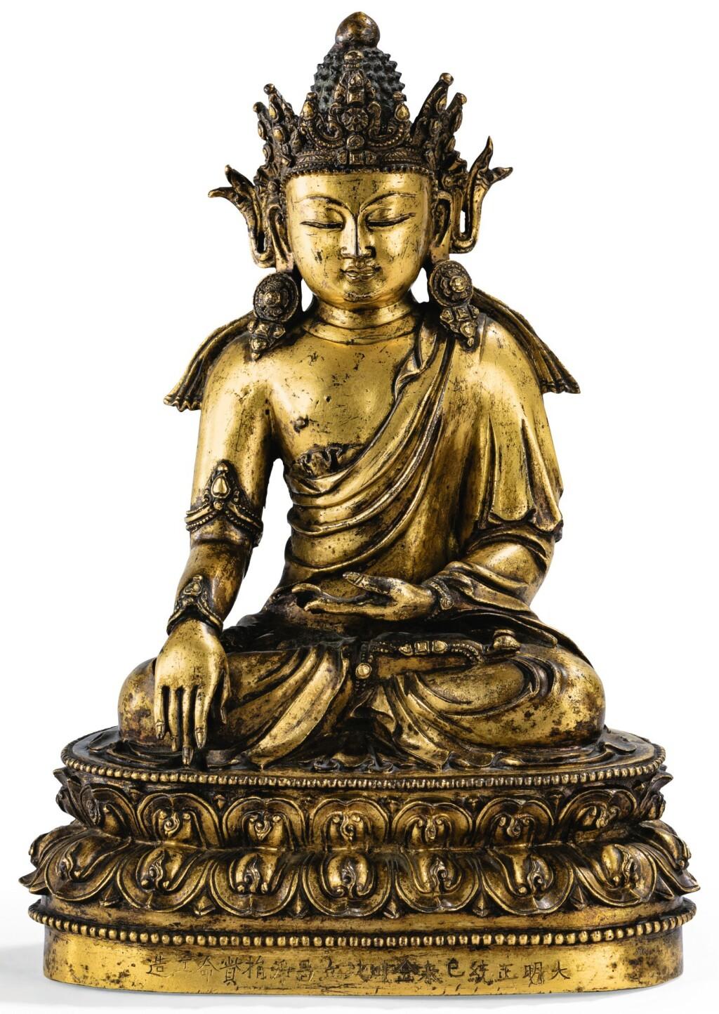 TRÈS RARE STATUETTE DU BOUDDHA AKSHOBYA EN BRONZE DORÉ MARQUE ET ÉPOQUE ZHENGTONG, DATÉE 1439 | 明正統 鎏金銅阿閦佛坐像  《大明正統己未金川北丘昌淨捐貲命工造》款 | A very rare gilt-bronze figure of Akshobya, Zhengtong mark and period, dated 1439