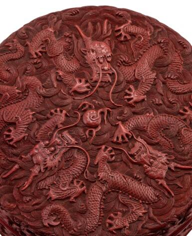 View 3. Thumbnail of Lot 112. Belle boîte couverte en laque cinabre sculpté à décor de dragons Dynastie Qing, époque Qianlong | 清乾隆 剔紅遊龍趕珠紋圓蓋盒 | A carved red-lacquer circular 'dragon' box and cover, Qing Dynasty, Qianlong period.