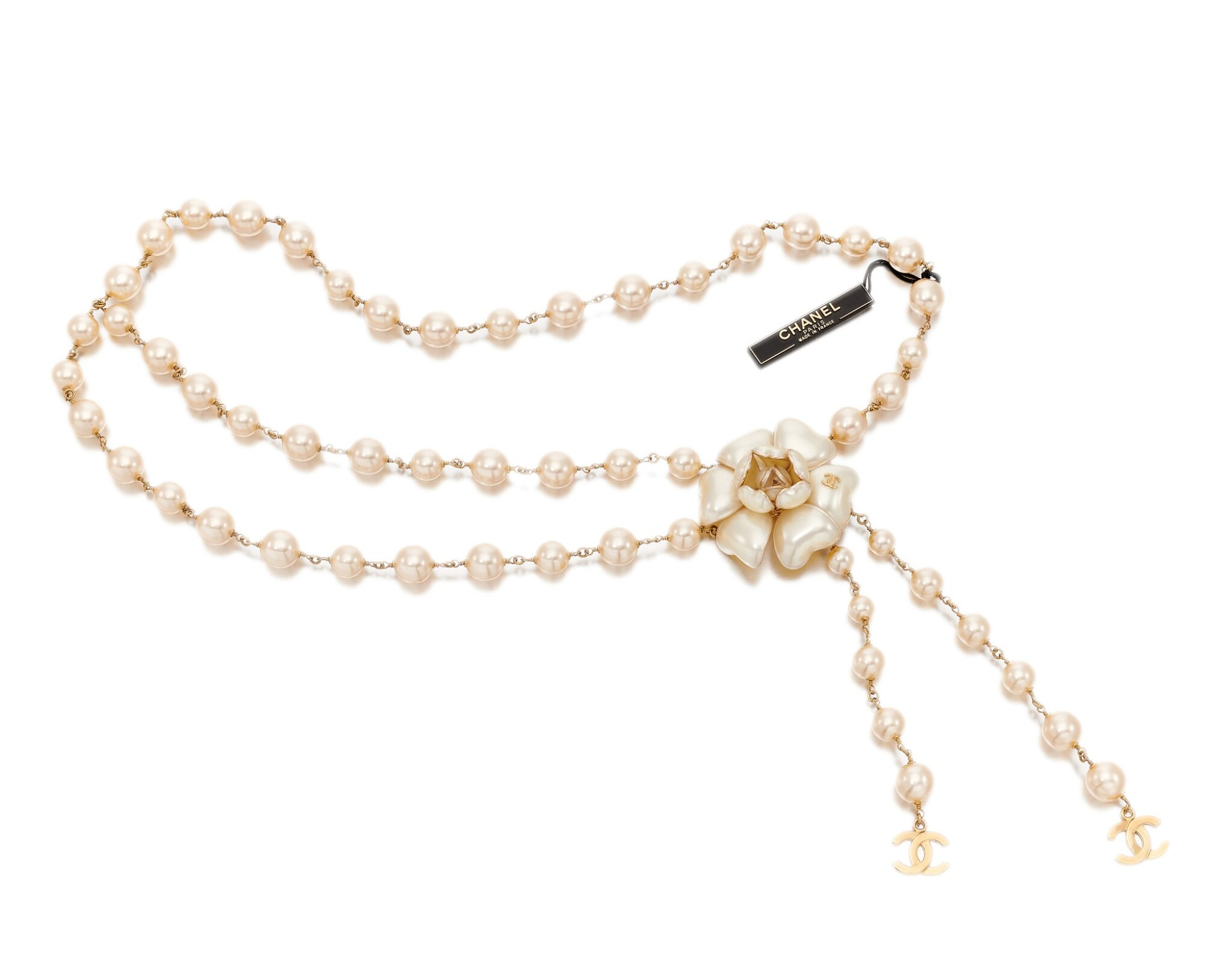 Faux pearl and camellia belt