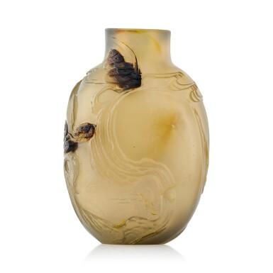 View 2. Thumbnail of Lot 3040. An Agate 'Buddhist Lion and Boy' Snuff Bottle Suzhou, Qing Dynasty, 18th Century | 清十八至十九世紀 蘇作瑪瑙「太獅少獅」鼻煙壺.