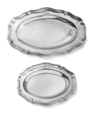 A GROUP OF TWO SILVER OVAL DISHES [LOT DE 2 PLATS OVALES EN ARGENT]