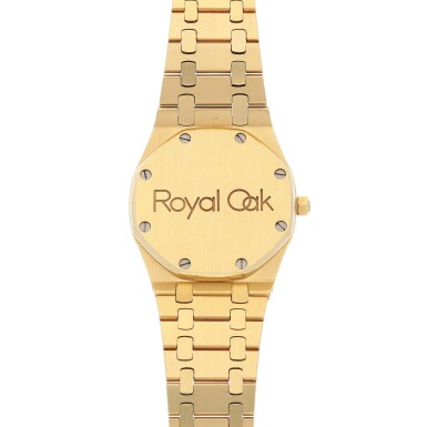 View 4. Thumbnail of Lot 519. Royal Oak Yellow gold and diamond-set wristwatch with date and bracelet Circa 1985 | 愛彼 「Royal Oak」黃金鑲鑽石鍊帶腕錶備日期顯示,年份約1985.