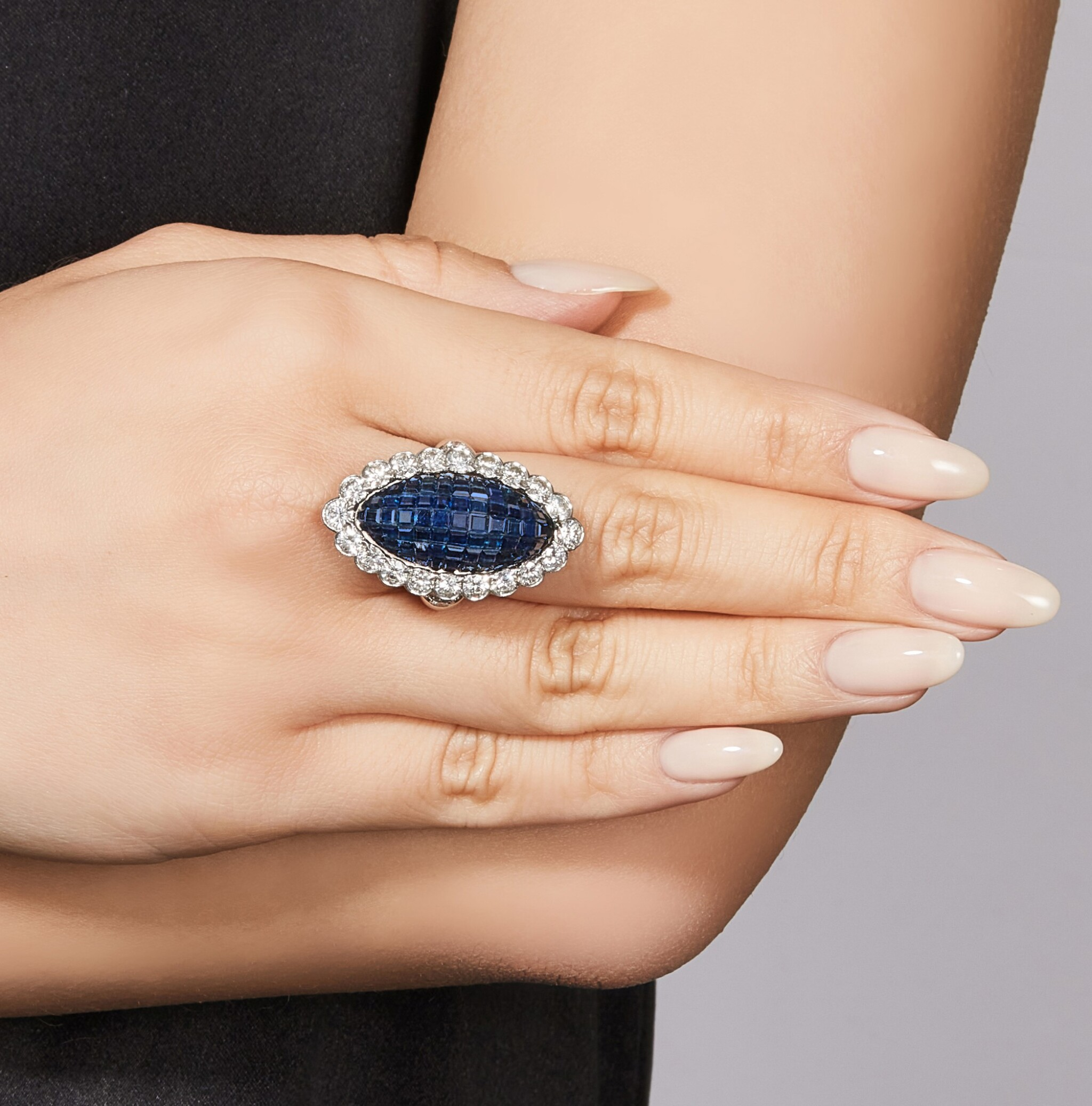View full screen - View 1 of Lot 1601. VAN CLEEF & ARPELS | SAPPHIRE AND DIAMOND RING | 梵克雅寶 | 藍寶石 配 鑽石 戒指.
