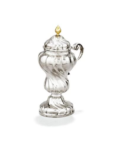 A LARGE BELGIAN SILVER SPIRALLY-FLUTED MUSTARD-POT, JEAN-FRANÇOIS-TOUSSAINT WINAND, LIEGE, 1761 | GRAND MOUTARDIER EN ARGENT À CÔTES TORSES PAR JEAN-FRANÇOIS-TOUSSAINT WINAND, LIÈGE, 1761