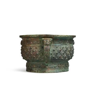 View 2. Thumbnail of Lot 13. An archaic bronze ritual food vessel (Gui), Early Western Zhou dynasty | 西周初 旅簋.