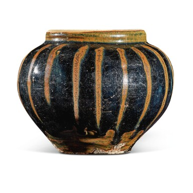 View 3. Thumbnail of Lot 105. A russet-painted black-glazed jar, Northern Song / Jin dynasty   北宋 / 金 黑釉醬斑罐.