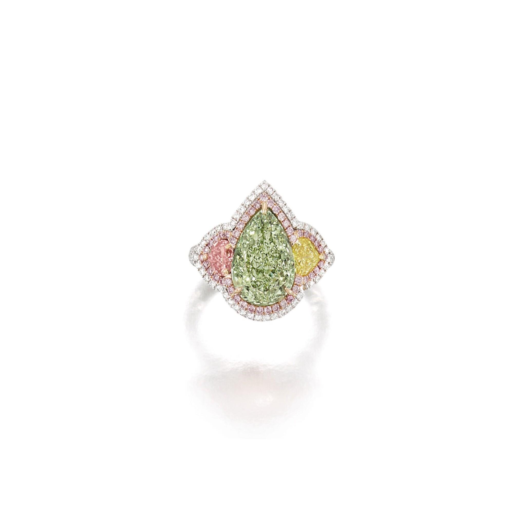 View full screen - View 1 of Lot 1652.  FANCY YELLOW-GREEN DIAMOND, FANCY COLOURED DIAMOND AND DIAMOND RING    5.00卡拉 梨形 彩黃綠色 VS2淨度 鑽石 配 彩色鑽石 及 鑽石 戒指.