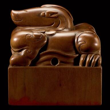 View 2. Thumbnail of Lot 3602. An exceptional imperial tanxiangmu 'Jingtian Qinmin' seal Qing dynasty, Kangxi period | 清康熙 康熙帝御寶檀香木異獸鈕方璽 印文:敬天勤民.