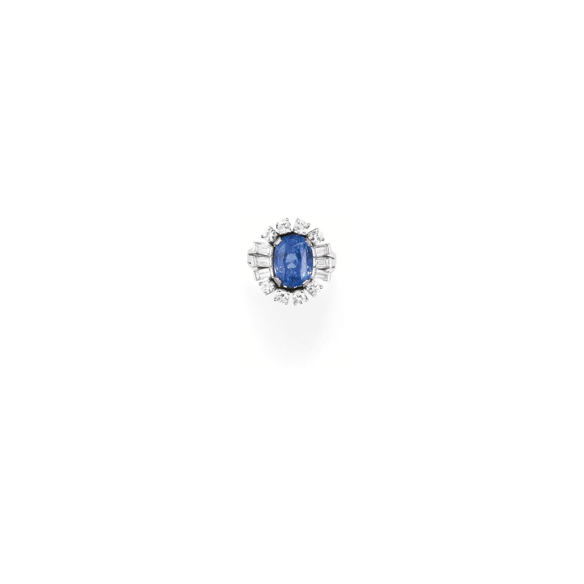 View 1 of Lot 227. BAGUE SAPHIR ET DIAMANTS | SAPPHIRE AND DIAMOND RING.