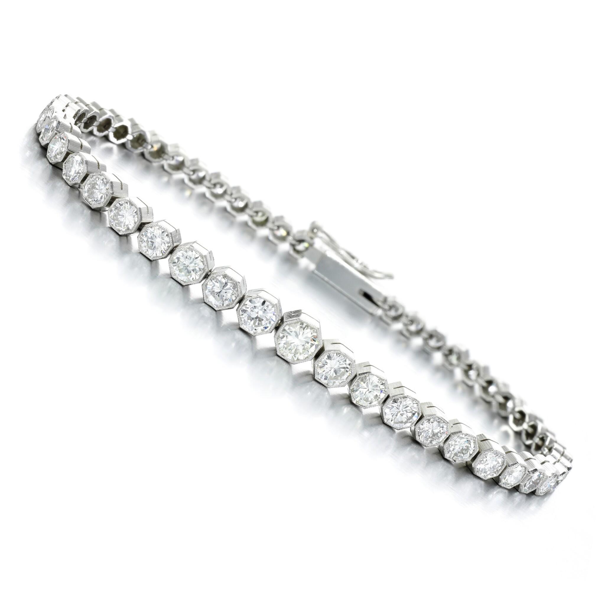 View full screen - View 1 of Lot 98. Diamond bracelet.