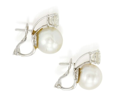 PAIR OF CULTURED PEARL AND DIAMOND EARRINGS (PAIO DI ORECCHINI CON PERLE COLTIVATE E DIAMANTI)