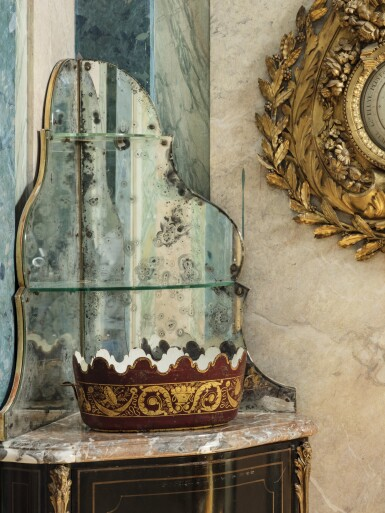 A PAIR OF EMPIRE PAINTED METAL GLASS COOLERS [PAIRE DE VERRIÈRES EN TÔLE PEINTE VERMILLON ET OR D'ÉPOQUE EMPIRE]