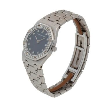 View 2. Thumbnail of Lot 506. Royal Oak White gold and diamond-set wristwatch with date and bracelet Circa 1995 | 愛彼 「Royal Oak」白金鑲鑽石鍊帶腕錶備日期顯示,年份約1995.