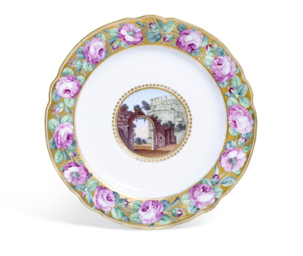 A PORCELAIN PLATE FROM THE DOWRY SERVICE OF GRAND DUCHESS ALEXANDRA PAVLOVNA, IMPERIAL PORCELAIN FACTORY, ST PETERSBURG, PERIOD OF CATHERINE II (1762-1796)