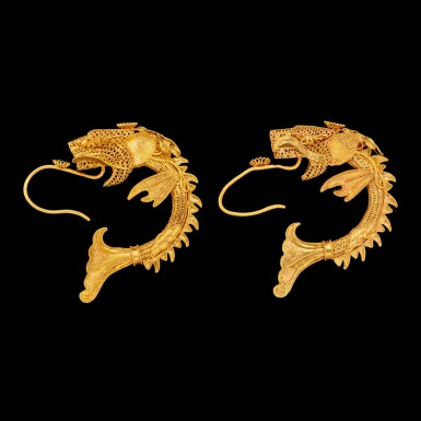 View 3. Thumbnail of Lot 1017. A pair of Chinese gold filigree 'Makara' earrings Qing dynasty 清 金纍絲魚化龍耳環一對.