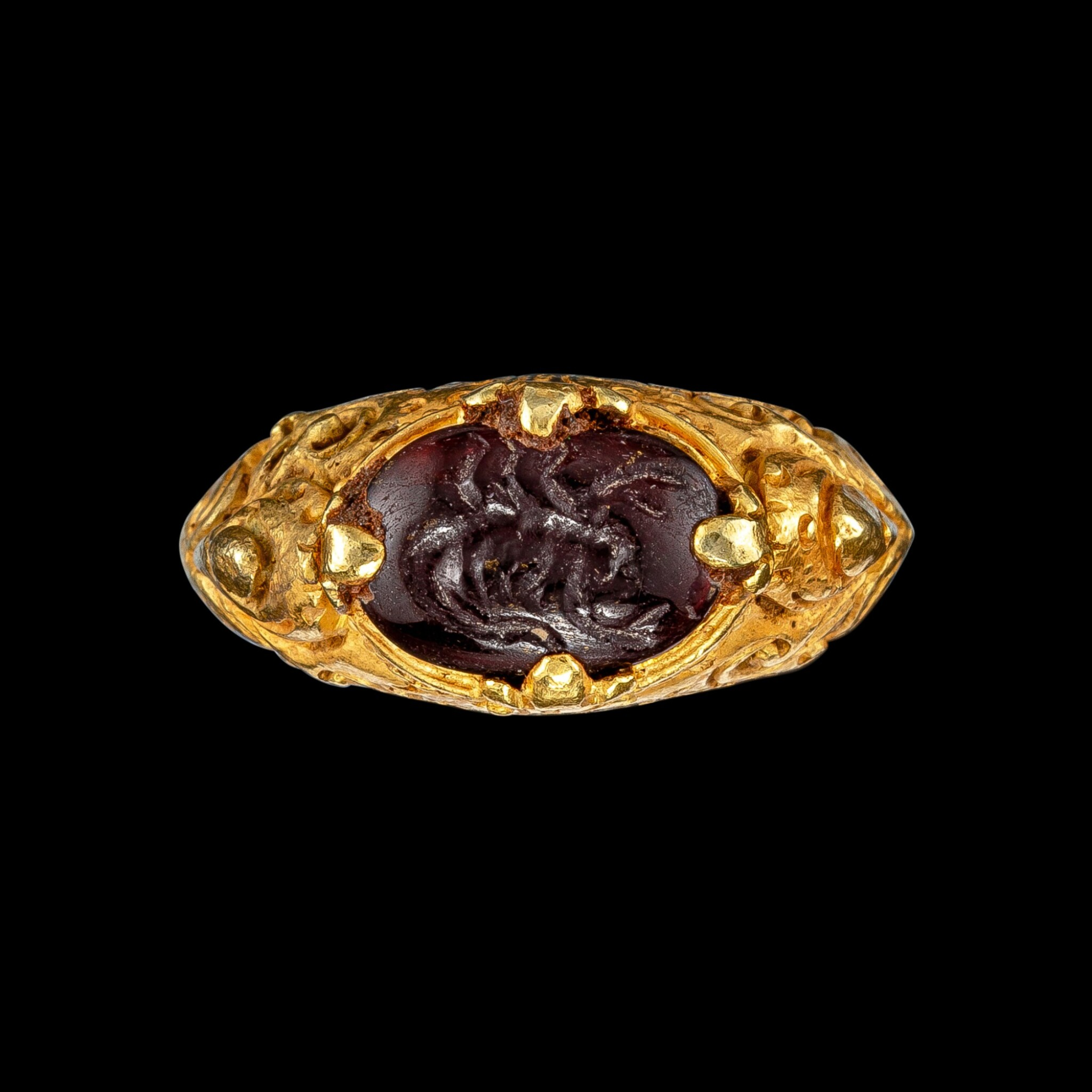 View full screen - View 1 of Lot 1042. A gold repoussé ring with a garnet intaglio of a scorpion Khmer, 9th - 15th century | 九至十五世紀 高棉 金嵌石榴石凹雕蠍紋戒指.
