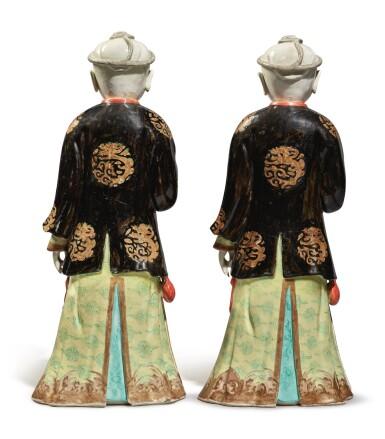 View 3. Thumbnail of Lot 446. A Rare Pair of Chinese Export 'Nodding Head' Figures, Qing Dynasty, Qianlong Period | 清乾隆  粉彩點頭式人物立像一對.