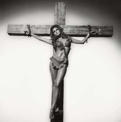 TERRY O'NEILL   RAQUEL WELCH ON THE CROSS, LOS ANGELES, 1966