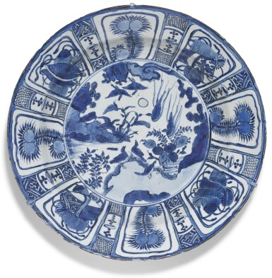 A LARGE BLUE AND WHITE 'KRAAK' DISH MING DYANSTY, WANLI PERIOD