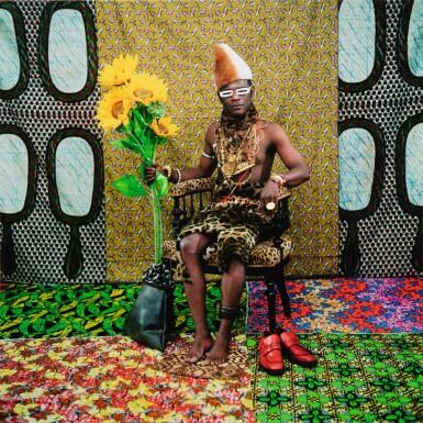 SAMUEL FOSSO | LE CHEF: CELUI A VENDU L'AFRIQUE AUX COLONS, TATI SERIES, 1997