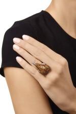 COLORED DIAMOND AND DIAMOND RING, DE GRISOGONO