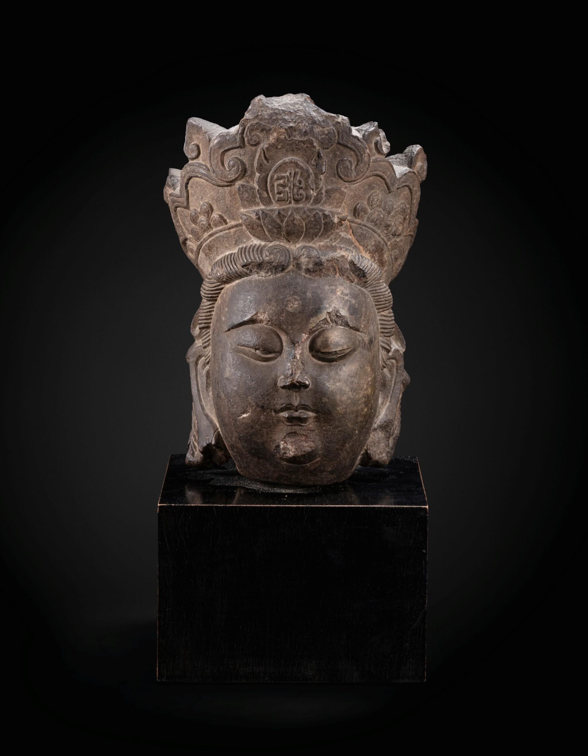 View full screen - View 1 of Lot 36. A superb limestone head of a Bodhisattva, probably Avalokiteshvara Liao dynasty–Song dynasty | 遼至宋 石灰石雕菩薩頭像.