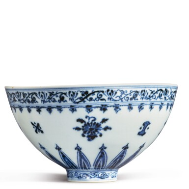 View 9. Thumbnail of Lot 130. An exceptional and rare blue and white 'floral' bowl, Ming dynasty, Yongle period | 明永樂 青花花卉紋蓮子盌.