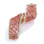 'THE MAJESTIC PINK' FANCY COLORED DIAMOND AND DIAMOND BRACELET, MOUNTED BY CARVIN FRENCH | 彩色鑽石配鑽石手鏈,Carvin French