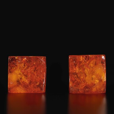 View 5. Thumbnail of Lot 179. A pair of amber 'Buddhist lion' seals, Qing dynasty, 18th century | 清十八世紀 琥珀雕瑞獸鈕印料一對.