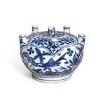 A rare blue and white multi-spouted 'fish' vase, Mark and period of Jiajing | 明嘉靖 青花魚藻紋六管花插 《大明嘉靖年製》款